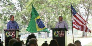 Imagem 1 - Lula e Bush discursam em visita do presidente americano ao Brasil.